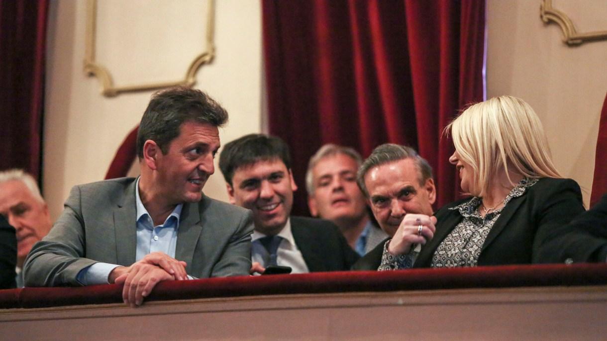 Sergio Massa junto a Diego Bossio, Miguel Pichetto y la gobernadora Rosana Bertone (Prensa Frente Renovador)