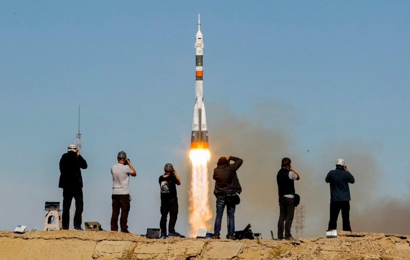 El despegue del cohete Soyuz con los dos astronautas a bordo