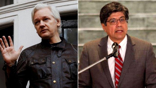Julian Assange y José Valencia