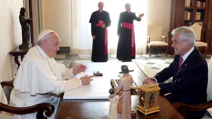 Francisco y Piñera tuvieron un encuentro de 32 minutos (AP)