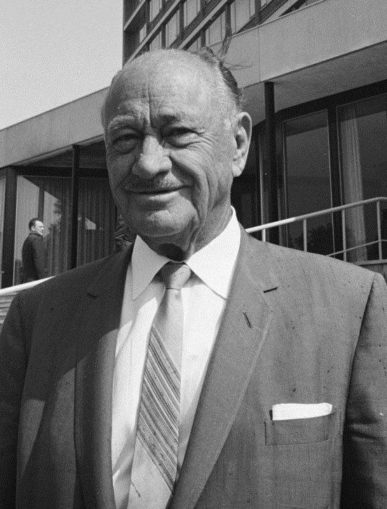 Conrad Hilton (Wikipedia)