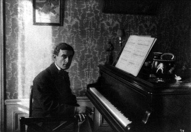 Maurice Ravel en el piano en 1914