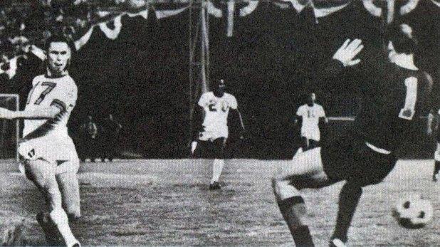 Blagoje Vidinic, arquero yugoslavo y padre de Zorana Danis, fue quien la introdujo en el mundo del fútbol