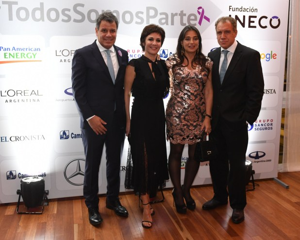 Facundo y Josefina Manes junto a Daniel Hadad, fundador de Infobae, y su mujer Viviana Zocco