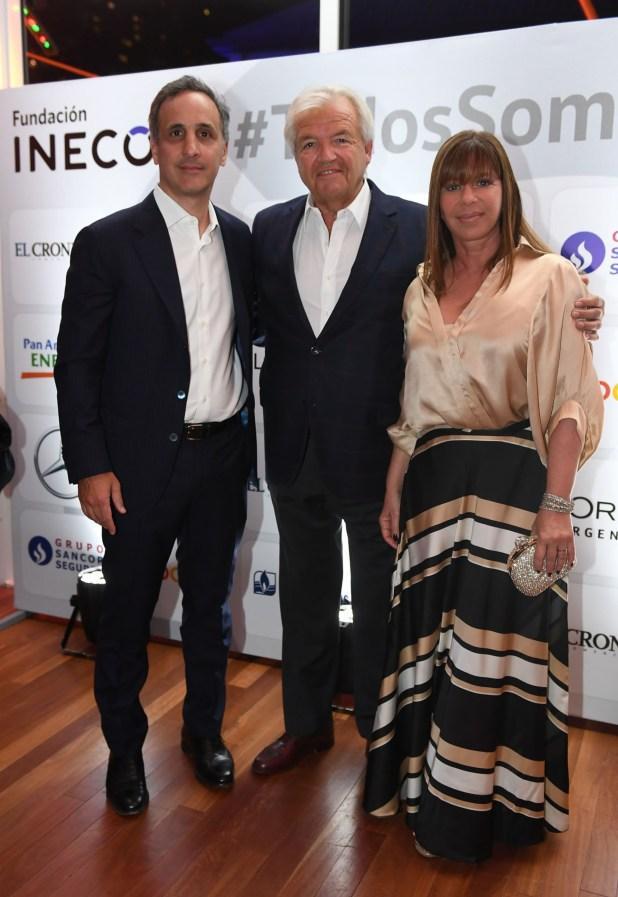 Marcos Bulgheroni (Pan American Energy) junto a Luis Betnaza (Techint) y su mujer