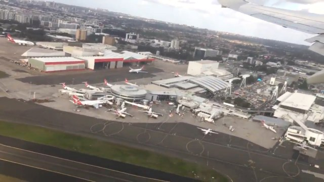 El problema se produjo cuando estaban por aterrizar y el piloto vio que había otro avión en la pista