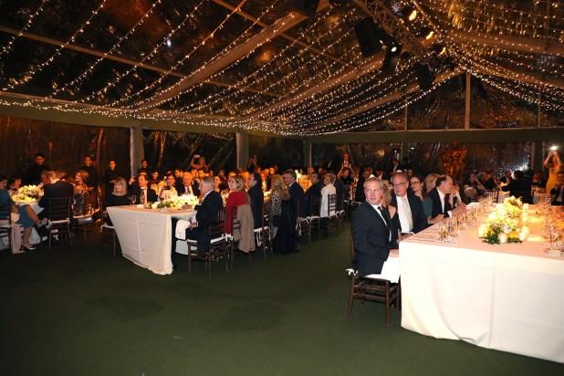 La gran fiesta se llevó a cabo en los jardines de la residencia del embajador de Grecia