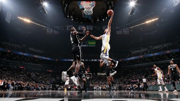 Curry aportó 35 puntos