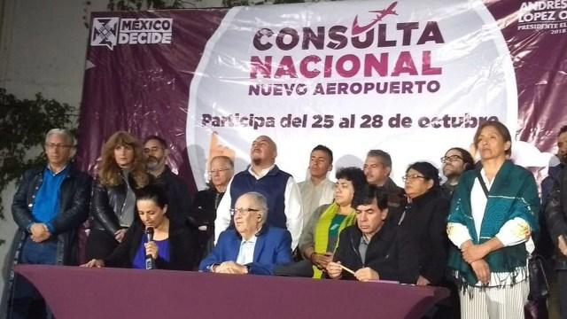 El equipo de López Obrador sometió a consulta popular la construcción del aeropuerto (Foto: lopezobrador.org)