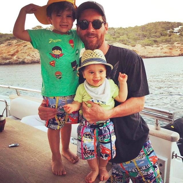 Lionel Messi junto a Thiago y Mateo luciendo el mismo traje de baño de Vilebrequin (Instagram)