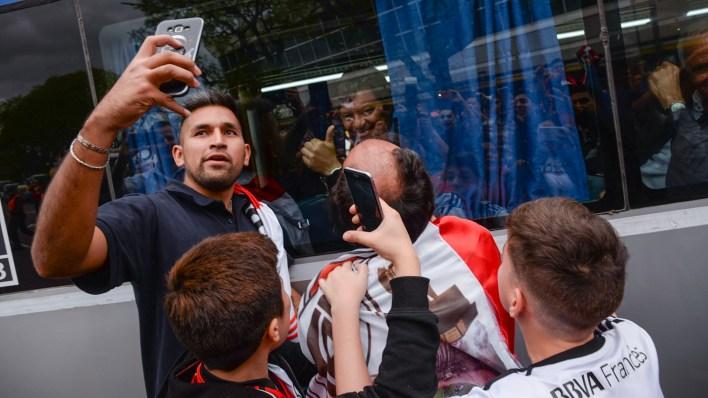 Una selfie con Gallardo desde arriba del ómnibus (Julieta Ferrario)
