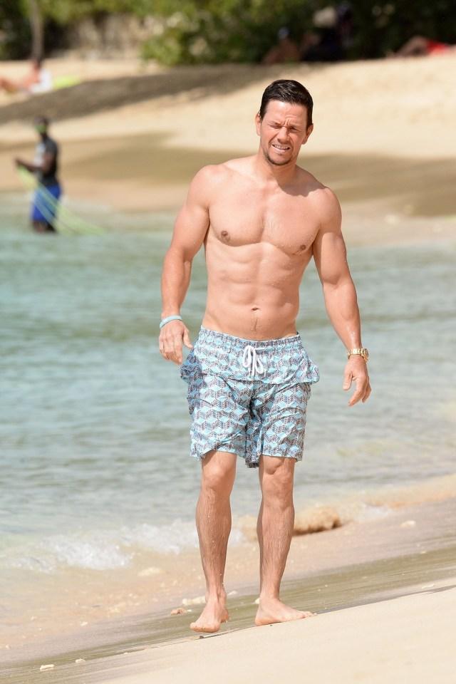 Mark Wahlberg también es otro fanático de la marca, luce un modelo con estampado en celeste, blanco y negro (The Grosby Group)