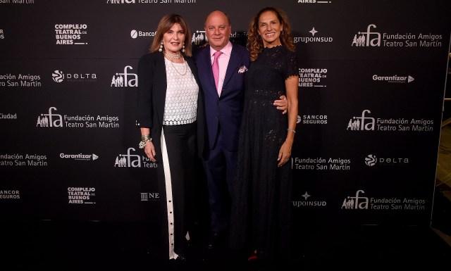 Sofía Neiman, Martín Cabrales y Ginette Reynal, quien condujo la gala junto a Martín Wullich