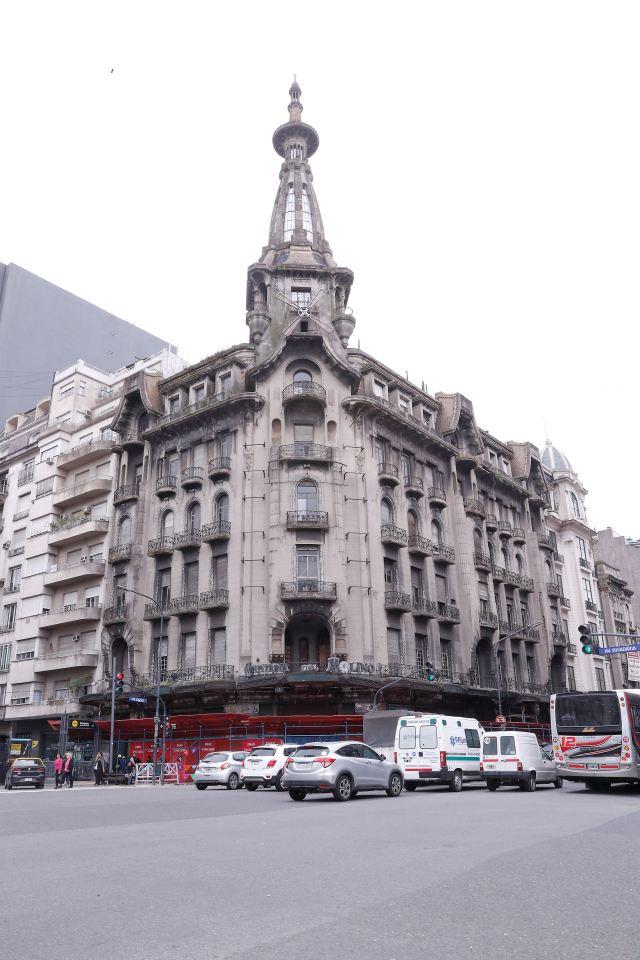Cerrada desde 1997, la tradicional Confitería Del Molino revive.