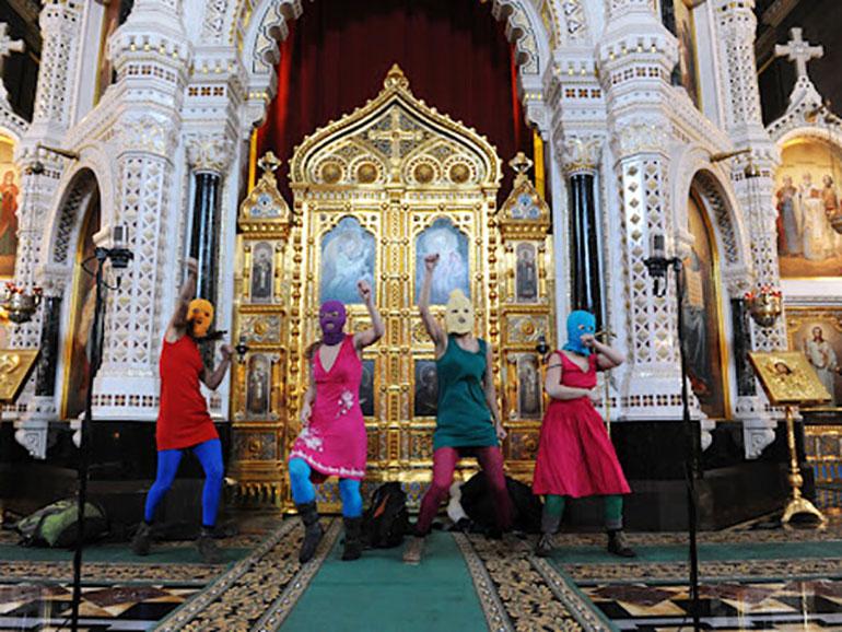 Escena en la Catedral de Moscú, cuando fueron detenidas