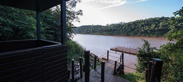 El espacio cuenta con su propia mirador con vistas al Río Iguazú.