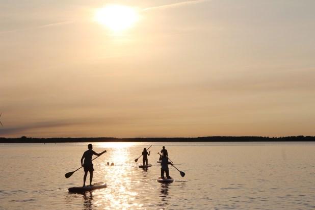 El stand up paddle está de moda y las aguas del Caribe son un escenario ideal para disfrutarlo.