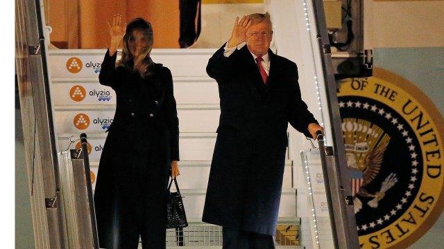 Donald Trump y su esposa Melania llegando a París