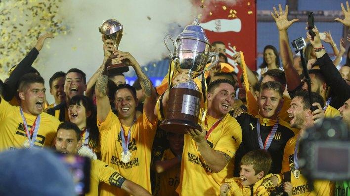 Peñarol venció 2-1 a Nacional pero ahora espera el fallo de la AUF (AFP)
