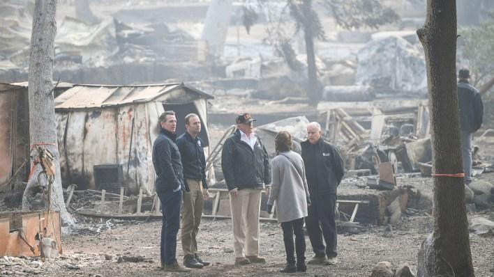 """El presidente Donald Trump dijo que la situación en la zona de los incendios era """"muy triste"""""""