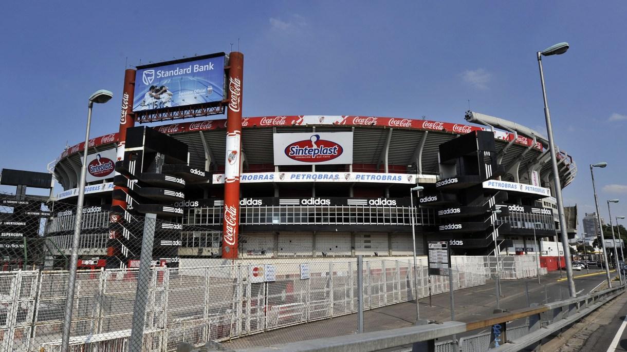 Vista exterior del Estadio Monumental (Foto: Juan MABROMATA / AFP)