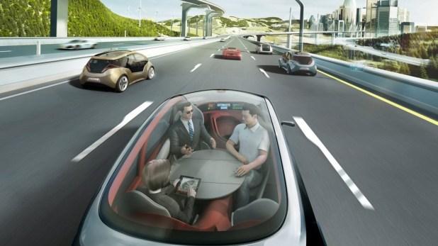 La idea a futuro es que las personas puedan ir en el auto realizando otras tareas, despreocupados por el tránsito.