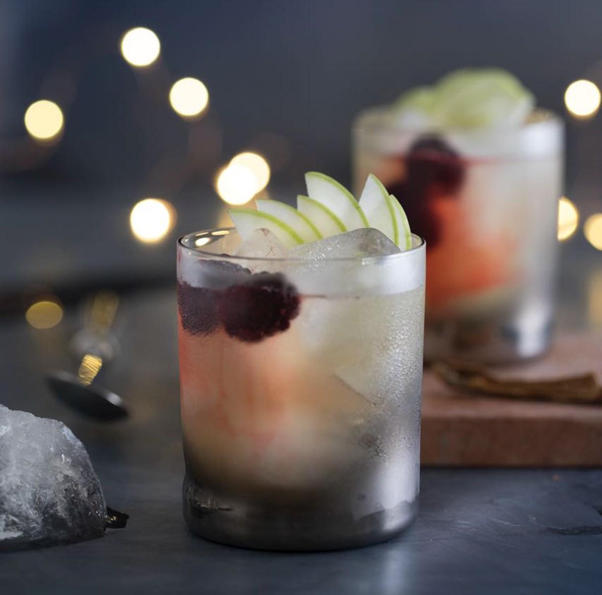 El vaso corto de trago es la medida justa para crear este cocktail