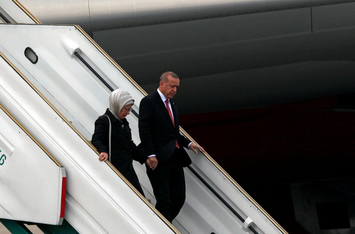 El presidente de TurquíaTayyip Erdogan y su esposa Emine Erdoganllegaron este jueves a Buenos Aires (Reuters)
