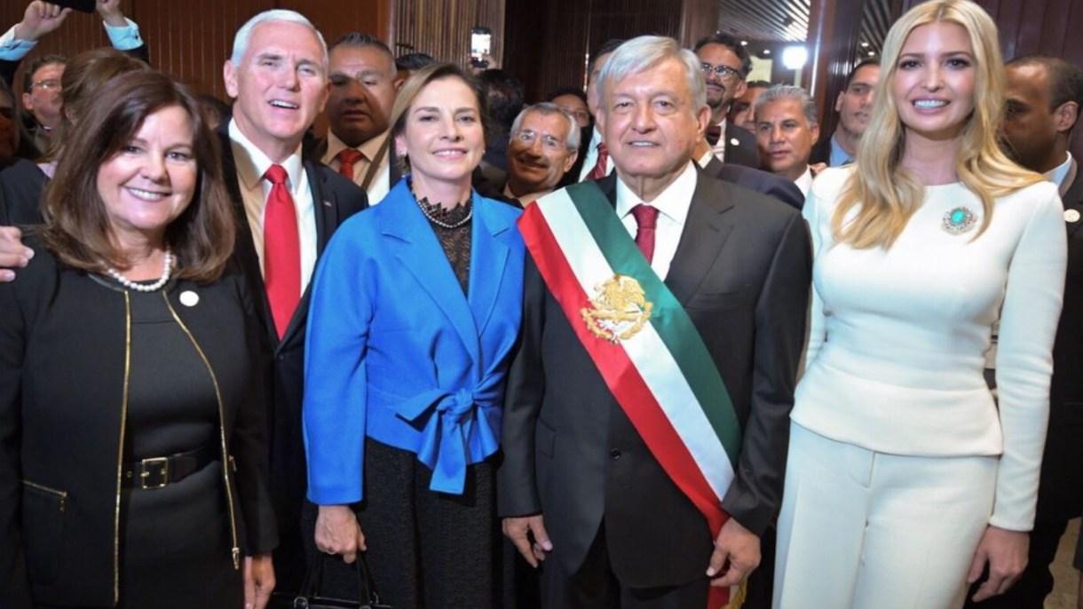 La invitada de honor, resultó ser Andrés Manuel López Obrador a quien agradeció en su discurso por haber asistido a la toma de posesión (Foto: @IvankaTrump)