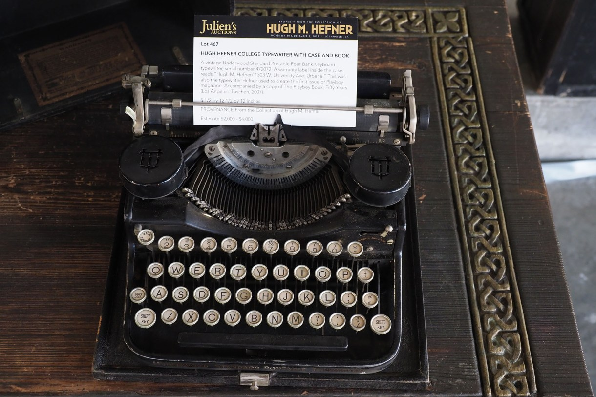 """(FILES) In this file photo taken on November 26, 2018 the vintage Underwood Standard Portable typewriter used in college by late Playboy publisher Hugh Hefner is displayed as part of Julien's Auctions upcoming sale of his belongings in Beverly Hills, California. – Playboy founder Hugh Hefner embraced a hedonistic lifestyle of smoking jackets, multiple """"girlfriends"""" and lavish parties at his legendary mansion. Now, hundreds of fans have paid big bucks for a piece of the myth. (Photo by Robyn Beck / AFP)"""