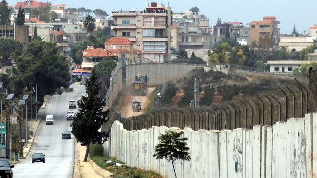 La vista de la zona desde el lado libanés, en Kfar Kila, un territorio que Israel considera dominado por el grupo terrorista Hezbollahcon apoyo de Irán (AFP)