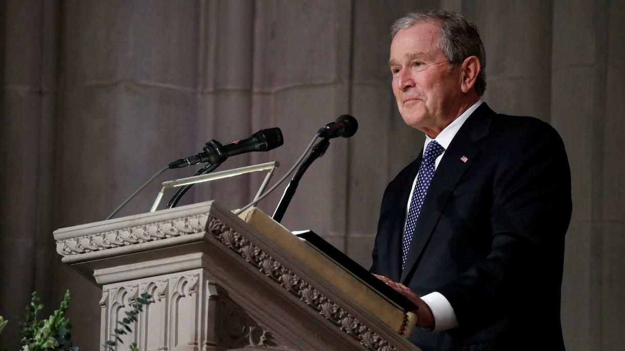 George Bushofreció un discurso sobre el final de la ceremonia. (Reuters)