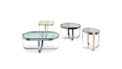 El set de mesas bajas Ring fue realizado para la firma Saba Italia. Está inspirado en los cortes en bruto de las piedras preciosas, antes de transformarse en anillos. Las estructuras de base de metal están disponibles en cobre, metal, acero y níquel