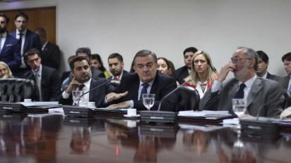 El juez Alberto Lugones en el centro con el diputado del PRO Pablo Tonelli a su izquierda
