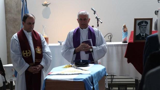 Monseñor Adolfo Uriona y el párroco Carlos Juncos (Thomas Khazki)