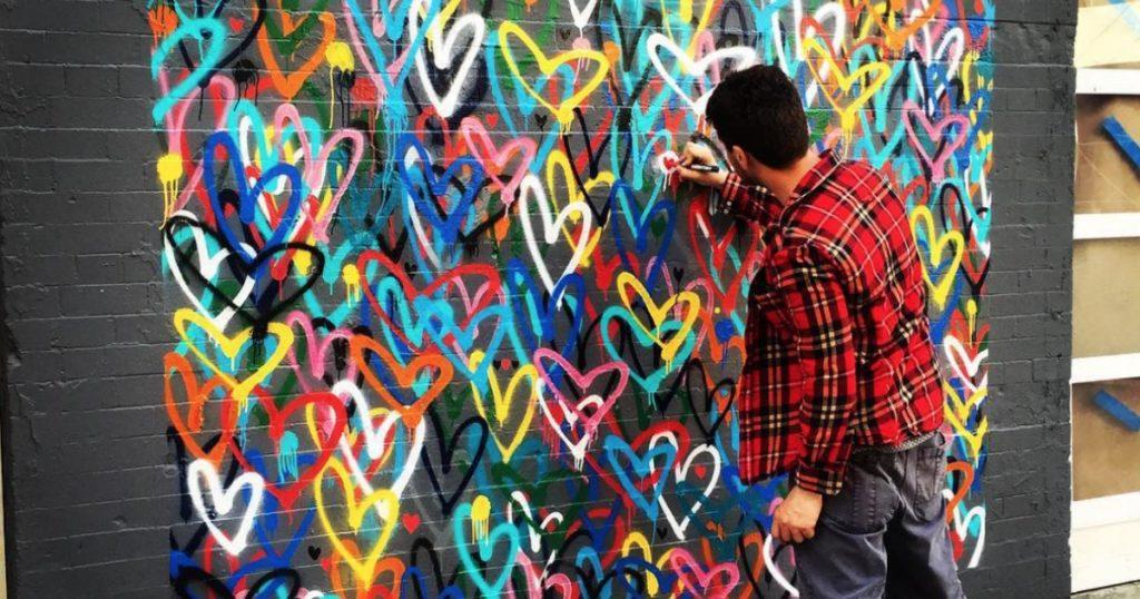 El autor de una de las obras favoritas de Instagram,JamesGoldcrown, hará su primer mural sin corazones en Miami.