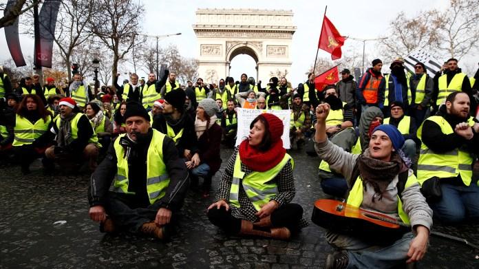 La Torre Eiffel, el museo del Louvre y las tiendas del barrio de la Opera mantendrán sus puertas cerradas (REUTERS/Christian Hartmann)