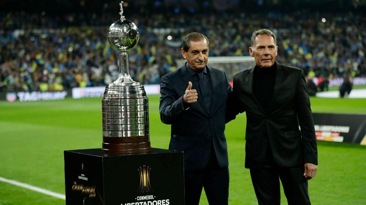 Ramón Díaz y Miguel Ángel Russo antes de la final de la Libertadores en Madrid (AP Photo/Manu Fernandez)