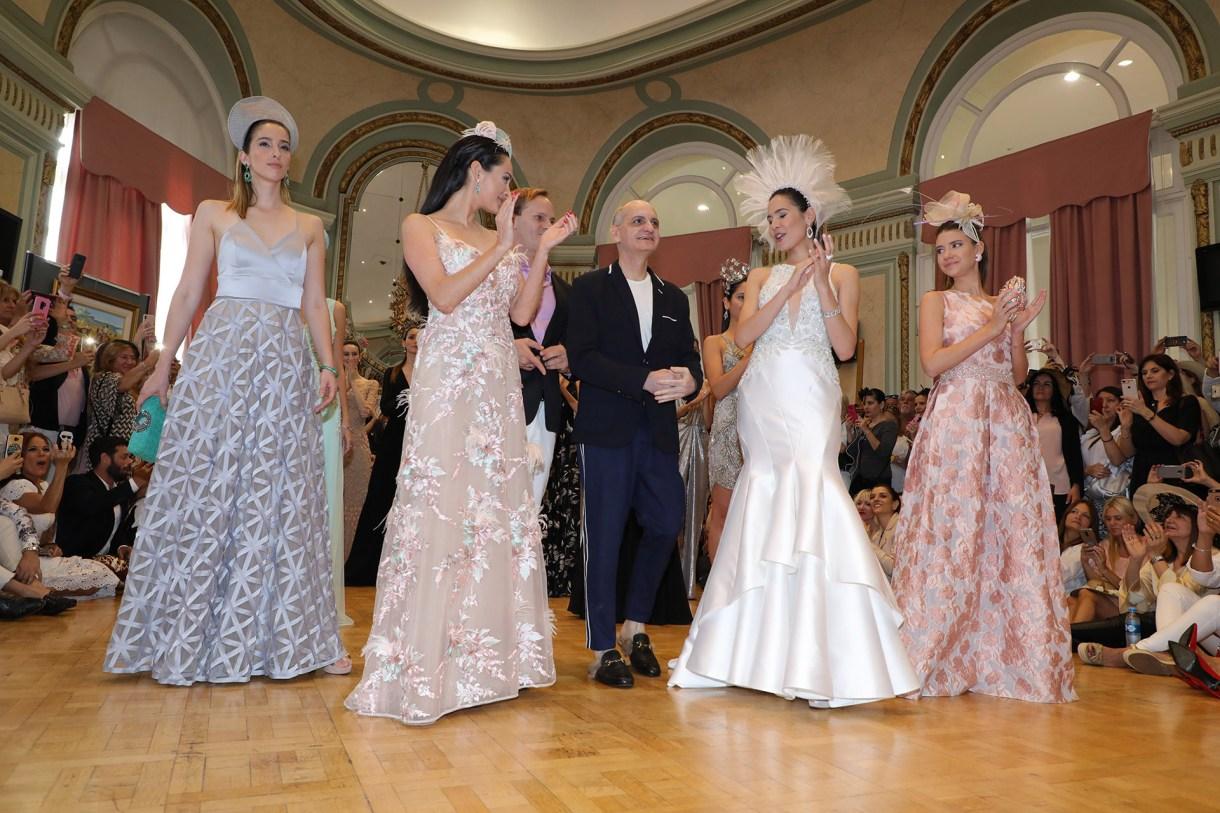 Laurencio Adot junto a sus modelos