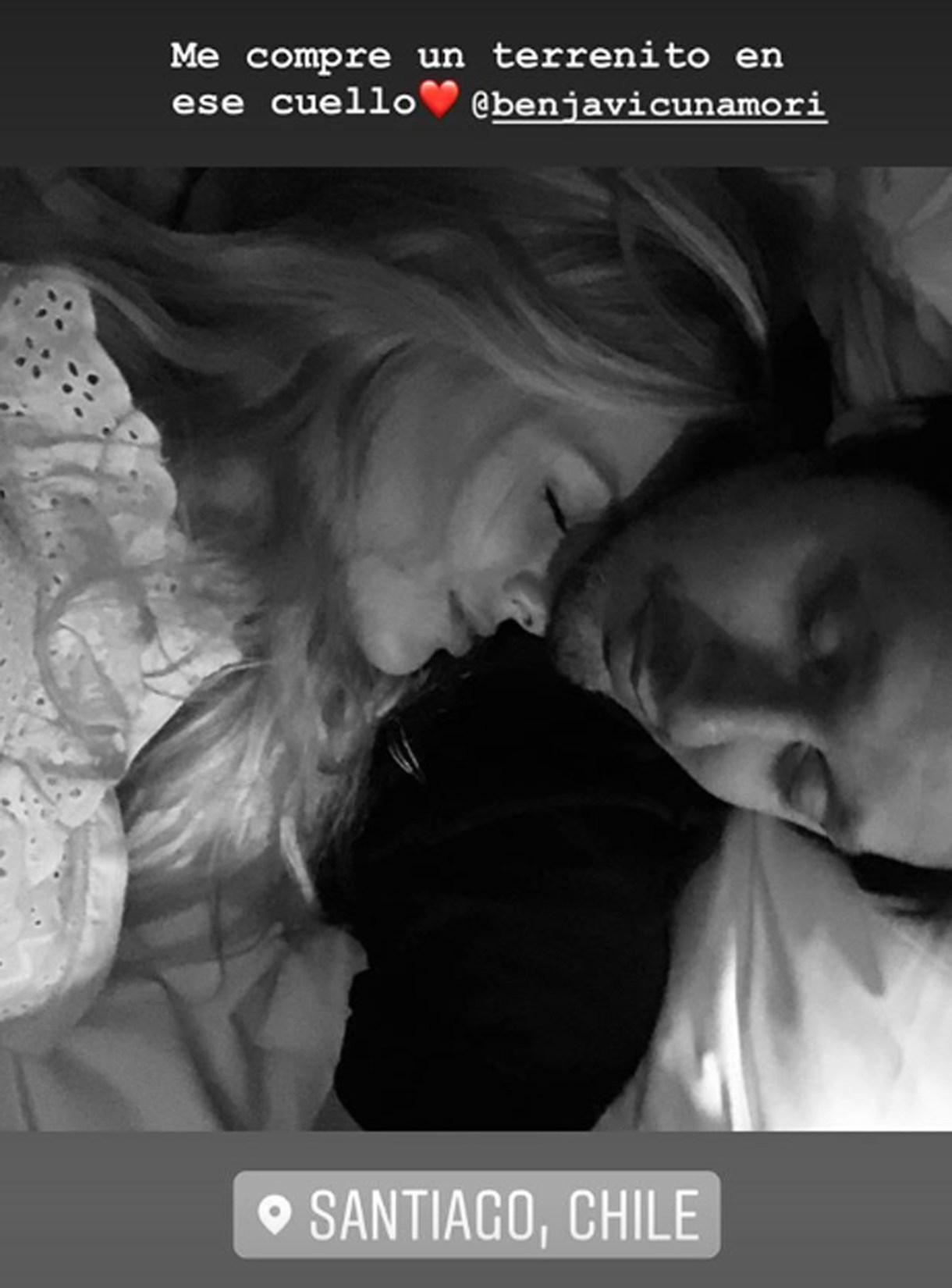"""La China Suárez y Benjamín Vicuña están enamorados y se muestran su cariño de manera pública. """"Me compré un terrenito en ese cuello"""", escribió la actriz junto a una romántica foto en Instagram"""