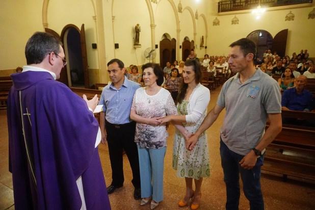 21 de diciembre de 2018. María Cristina junto a tres de sus cuatro hijos-Martín, Roxana y Guillermo- en la misma iglesia donde 45 años antes se casó con el capitán Castagnari (Daniel Ramonell)