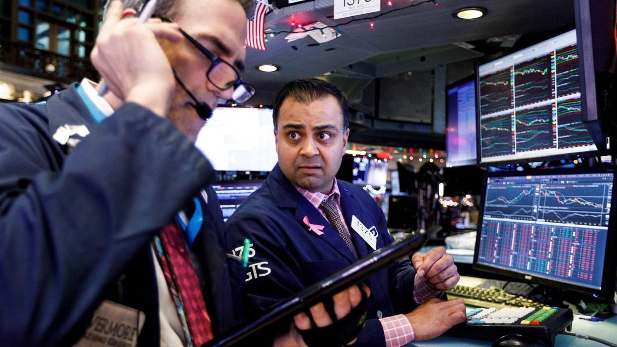 La fuerte caída fue registrada en las operaciones pre mercado, a la espera de la apertura de las plazas en Nueva York y San Pablo (EFE)