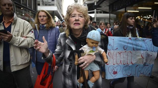 Marcha del grupo pro vida en contra de la ley por el aborto legal, seguro y gratuito (Gustavo Gavotti)