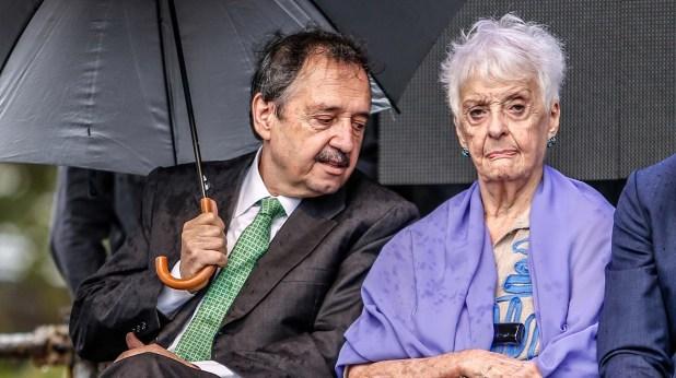 Ricardo Alfonsín junto a Graciela Fernández Meijide en el acto homenaje al ex presidente Raúl Alfonsín en La Plata (Nicolás Aboaf)