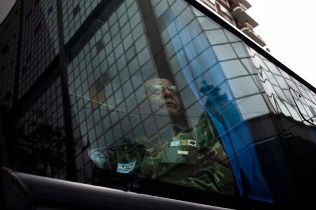Un ex combatiente de la Guerra de Malvinas participa de la manifestación que exige el tratamiento de una ley que amplíe el Régimen de Pensiones de Guerra (Manuel Cortina)