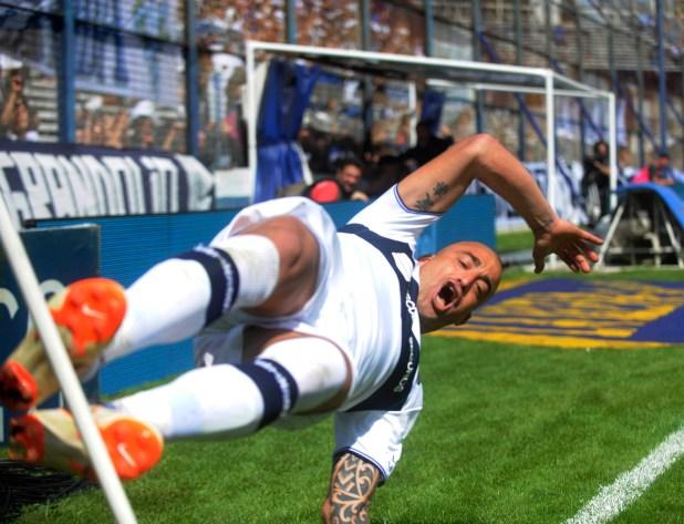 Santiago Silva festeja un gol durante el partido entre Gimnasia y Central en la final de la Copa Argentina (Dino Calvo)