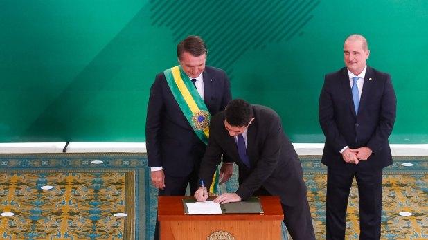 Bolsonaro asumió el martes la presidencia de Brasil (AFP)
