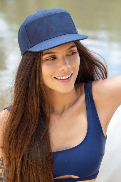 Las gorras con visera, un imprescindible del bolso de playa.