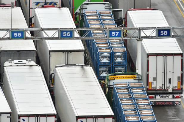 Actualmente, el puerto de Dover gestiona unos 10.000 vehículos por día y la preocupación es que los eventuales nuevos controles de aduanas creen una congestión exponencial en las rutas del condado de Kent