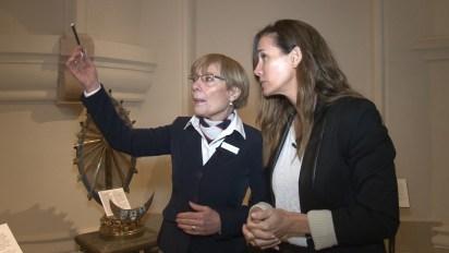 Carolina Prat recorre la Basílica con una de las guías